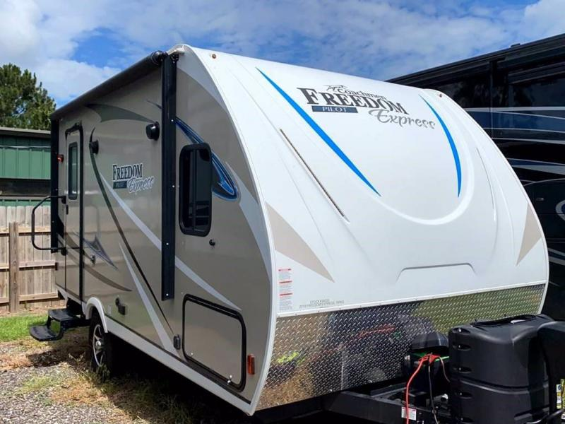 2019 Coachmen Freedom Express Pilot 19RKS
