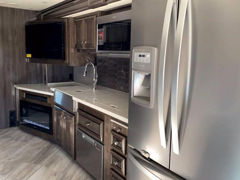 2021 Fleetwood RV DISCOVERY LXE 40G