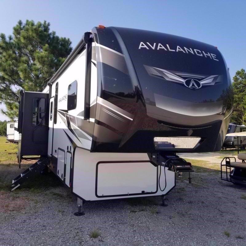 2021 Keystone RV AVALANCHE 395BH