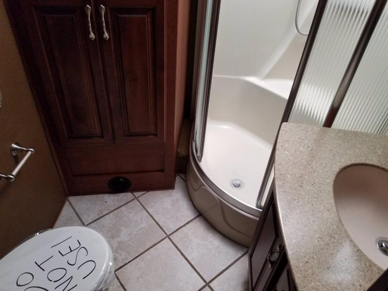 2011 Fleetwood RV DISCOVERY 40X