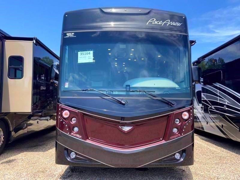2020 Fleetwood RV PACE ARROW 33D