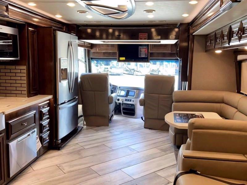 2020 Fleetwood RV Discovery LXE 40G