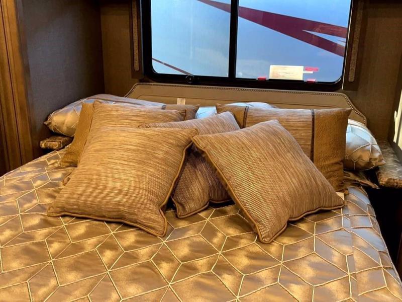 2019 Fleetwood RV PACE ARROW 33D