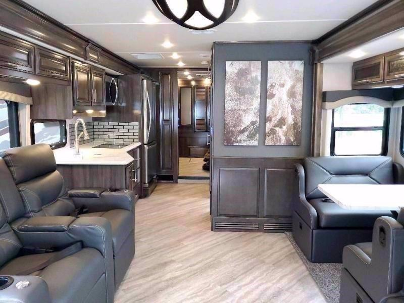 2021 Fleetwood RV PACE ARROW 35QS