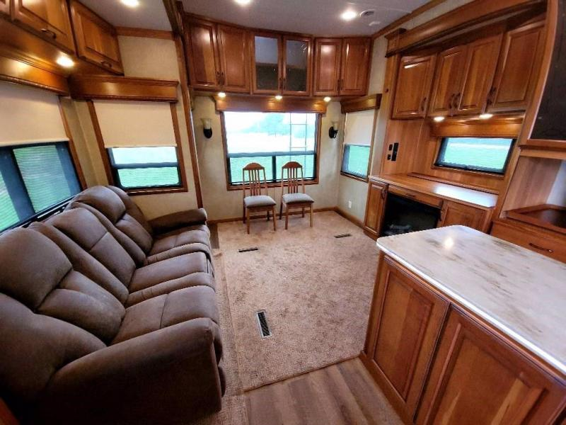 2015 DRV MOBILE SUITES 38PS3