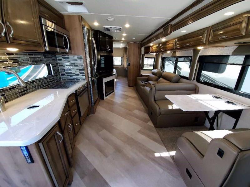 2021 Fleetwood RV BOUNDER 33C