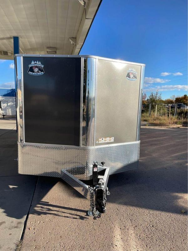 2022 R and M Manufacturing 8.5X22+V-NOSE (9990 GVWR) Car / Racing Trailer-CO SPRINGS