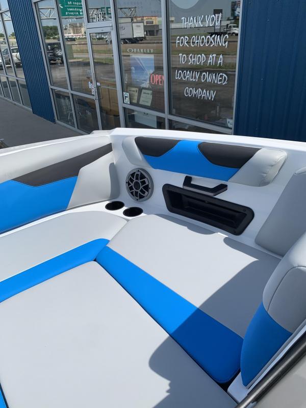 2022 Malibu Axis A22 Surf Boat