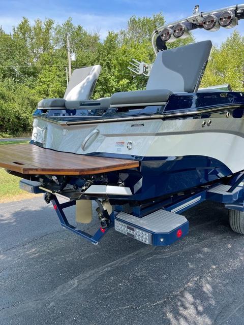 2021 Mastercraft XT25 Ski/Wakeboard
