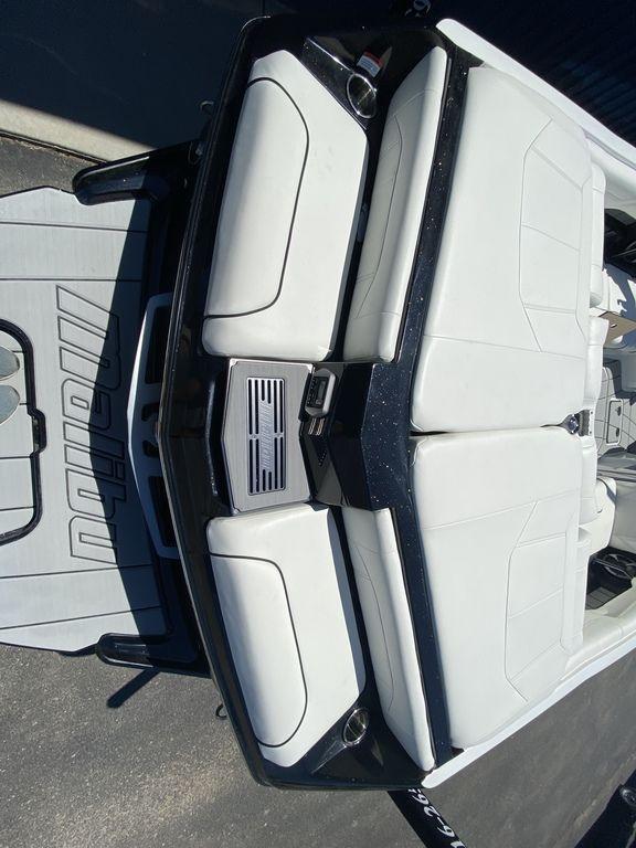 2021 Malibu Boats 25 LSV