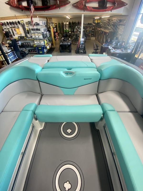 2021 Mastercraft XT21 Surf Boat