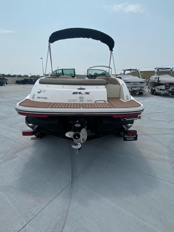 2013 Sea Ray 210 SLX Bowrider