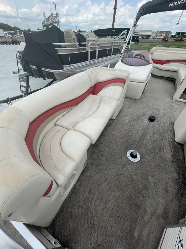 2006 Tracker Marine Party Barge 22 Pontoon Boat