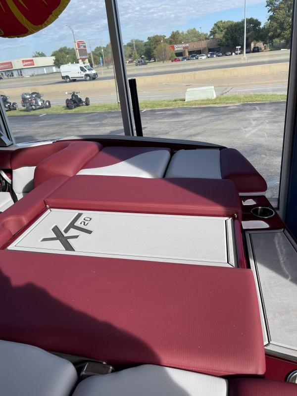 2022 Mastercraft XT20 Ski/Wakeboard