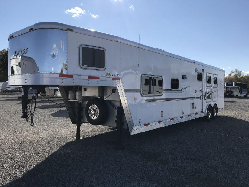 2007  3 HORSE  EXISS GOOSENECK WITH LIVING QUARTERS