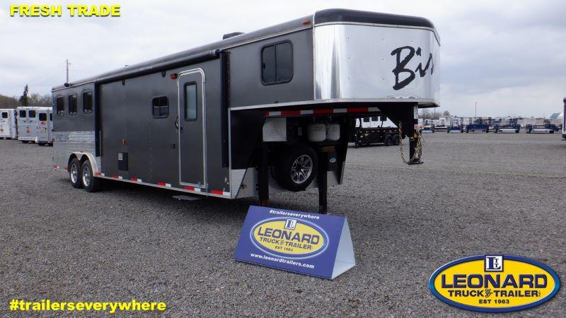 2014  3  HORSE  BISON GOOSENECK WITH LIVING QUARTERS HORSE TRAILER