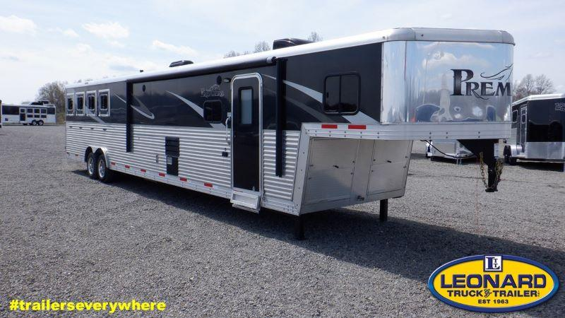 2015  4 HORSE  BISON GOOSENECK WITH LIVING QUARTERS