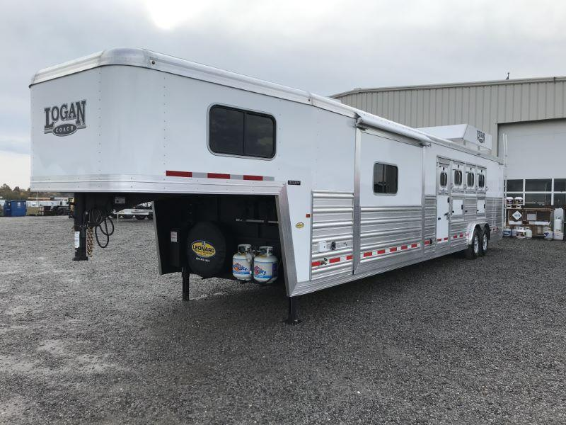 2021  4 HORSE  LOGAN COACH GOOSENECK W/LIVING QUARTERS HORSE TRAILER