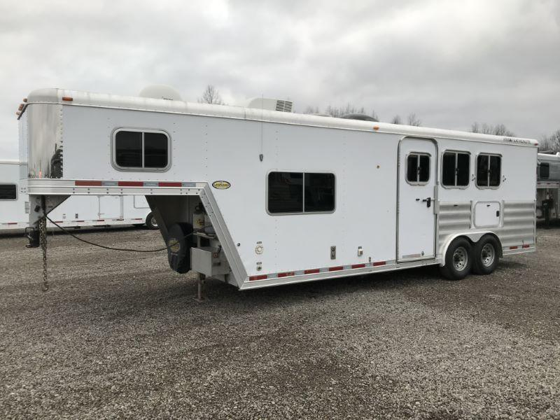 2009  3 HORSE  FEATHERLITE GOOSENECK WITH LIVING QUARTERS HORSE TRAILER