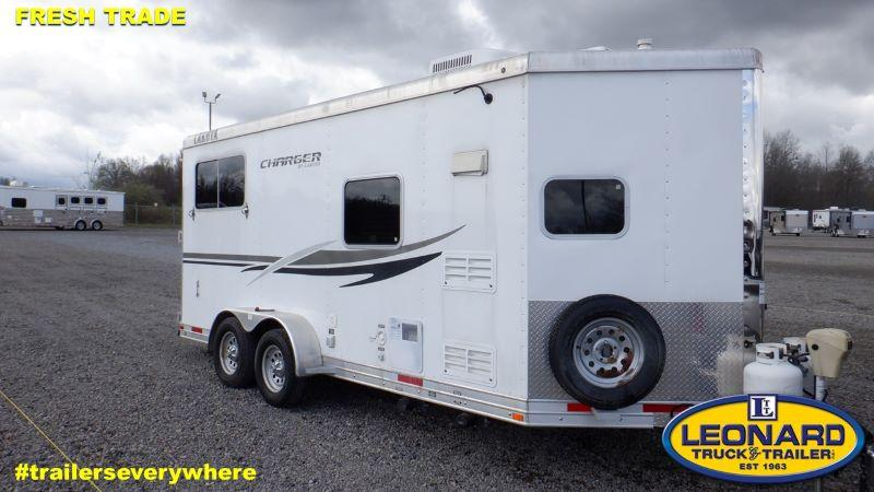 2013  2 HORSE  LAKOTA BUMPER PULL WITH LIVING QUARTERS