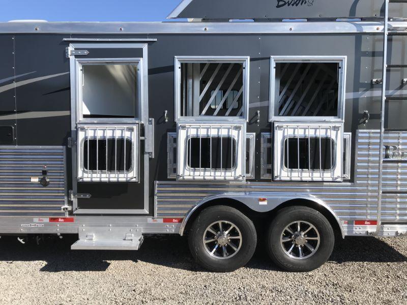 2021 3 HORSE BISON GOOSENECK W/LIVING QUARTERS HORSE TRAILER