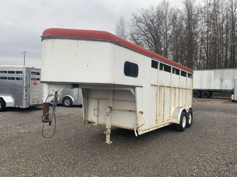 1994 3 HORSE CIRCLE J GOOSENECK W/DRESS HORSE TRAILER