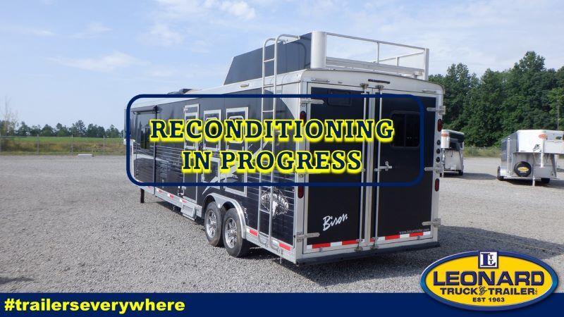 2015  3 HORSE  BISON GOOSENCK WITH LIVING QUARTERS