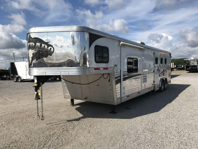 2015  3 HORSE  BISON GOOSENECK WITH LIVING QUARTERS HORSE TRAILER