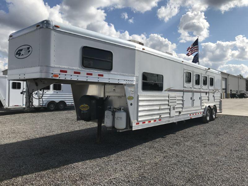 2007  4 HORSE  4 STAR GOOSENECK WITH LIVING QUARTER HORSE TRAILER