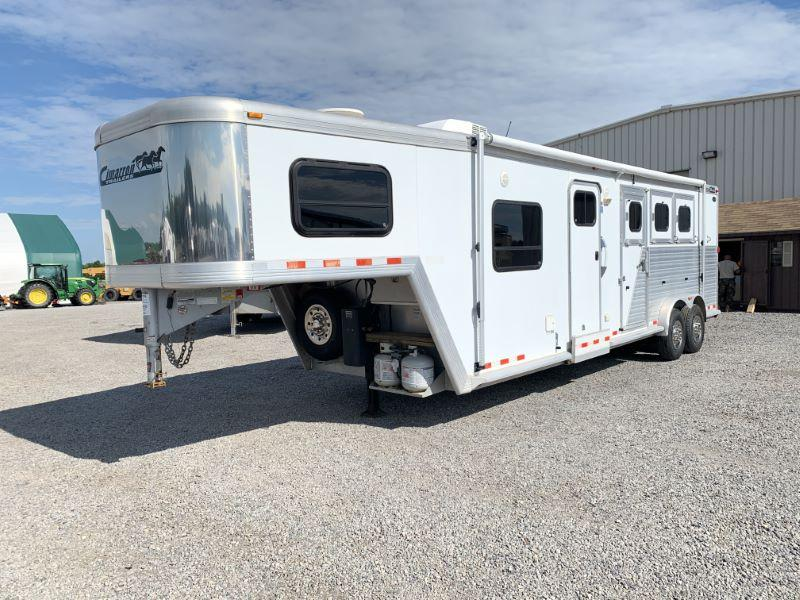 2007  3 HORSE  CIMARRON GOOSENECK WITH LIVING QUARTERS