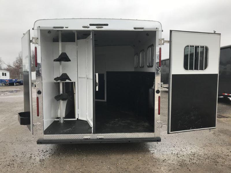 2017  3 HORSE  BISON GOOSENECK WITH LIVING QUARTERS