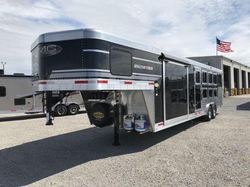 2021  4 HORSE  SMC GOOSENCK WITH LIVING QUARTERS
