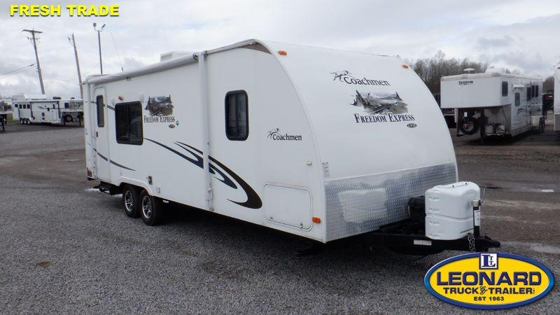 2011  24'  FOREST RIVER FREEDOM EXPREE TRAVEL TRAILER
