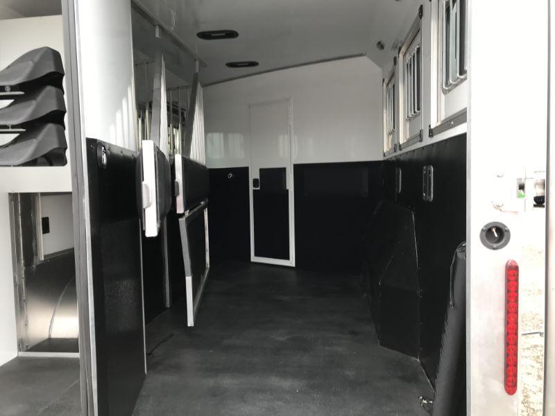 2021  3 HORSE  BISON COACH GOOSENECK WITH LIVING QUARTERS HORSE TRAILER