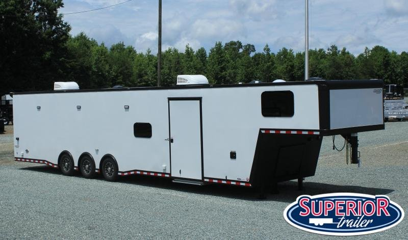 2020 Bravo Star 8.5X44 18K Full Bathroom LOADED
