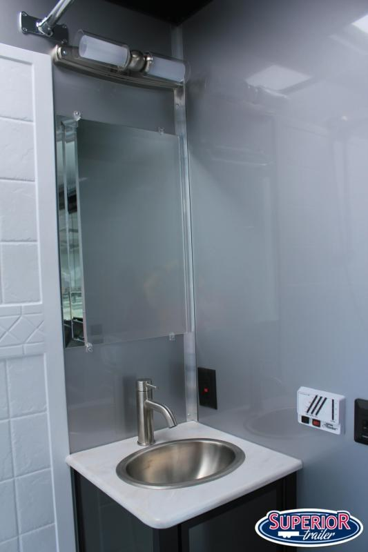 2020 Bravo Star 8.5X44 18K Full Bathroom LOADED
