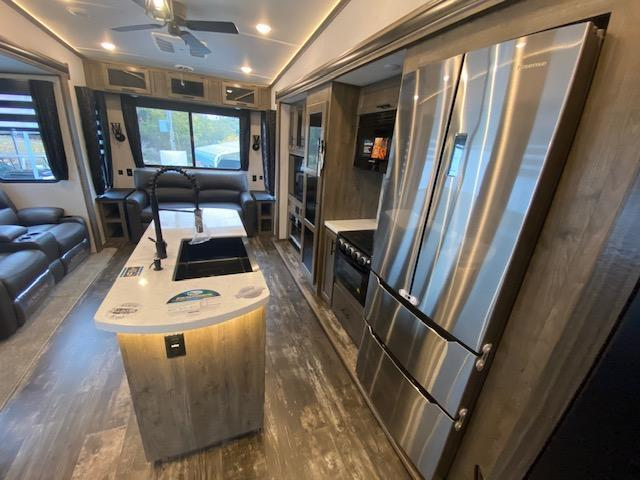 NEW 2021 Sabre F36BHQ Fifth Wheel Camper