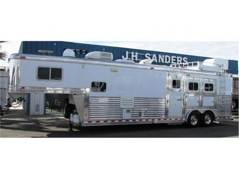 2004 Elite Trailers 3 horse outlaw