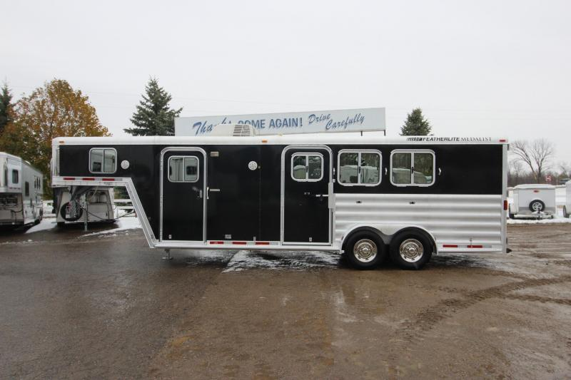 2007 Featherlite 3HR Weekender Horse Trailer