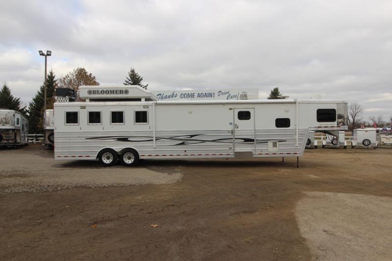 2009 Bloomer 4HR Slant Load with 17' LQ Horse Trailer
