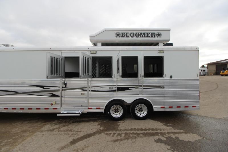 2009 Bloomer 4HR Slant Load with 17' LQ Horse Trailer