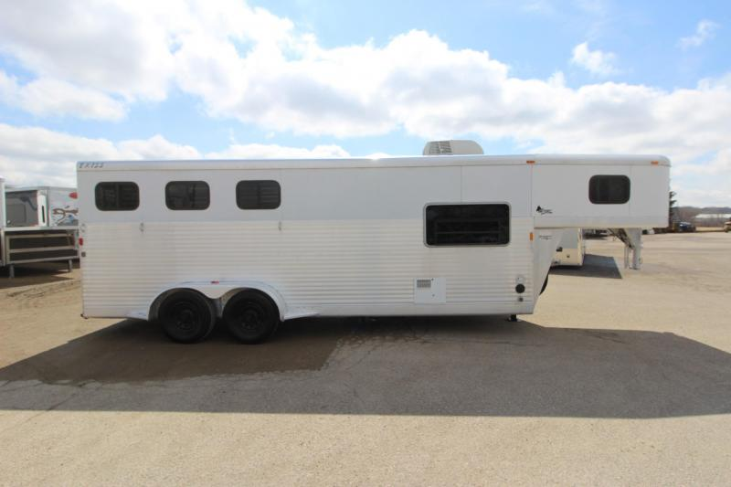 2003 Exiss Trailers 3HR GN 6' LQ Horse Trailer