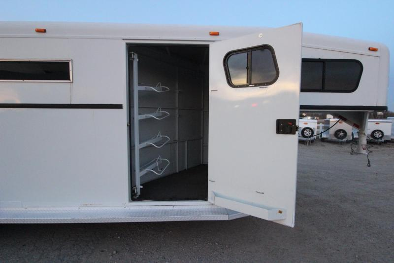 2002 Trails West 4HR GN Horse Trailer