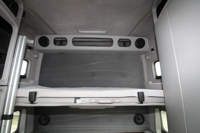 2001 Volvo VNL64T Truck