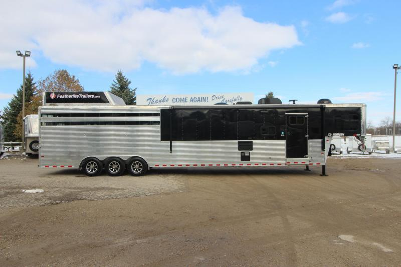 2018 Sundowner Trailers 4-6HR Stock/Combo LQ Horse Trailer