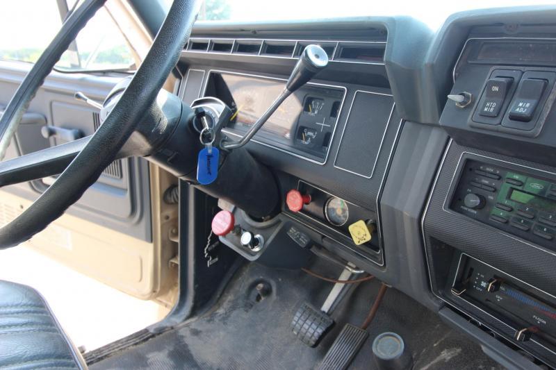 1994 Ford F-700 Truck