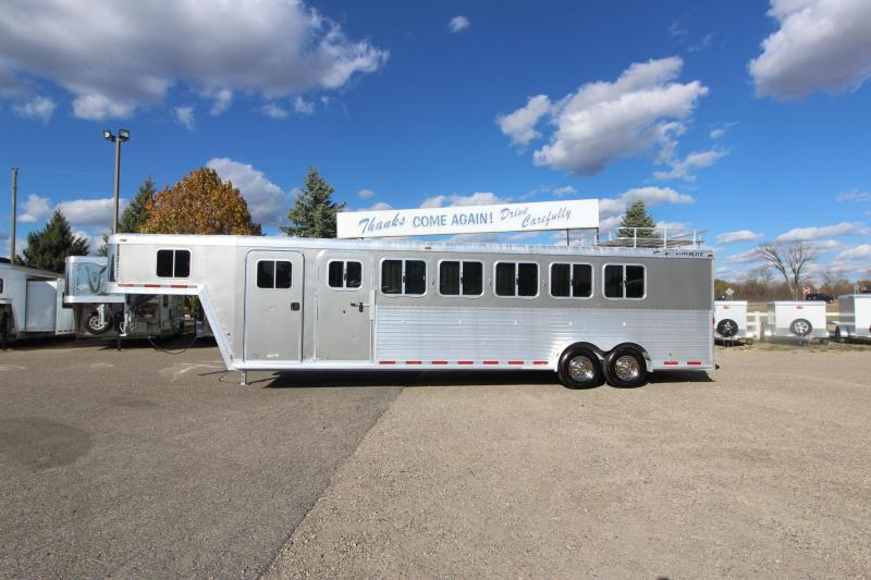 2005 Featherlite 8541 6HR Horse Trailer