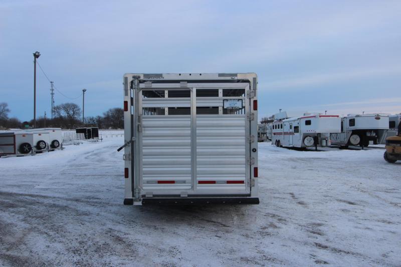 2021 Featherlite 8127 20' Livestock Trailer