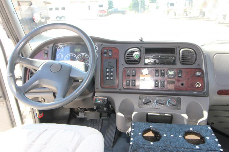 2005 Freightliner Sportschassis M2 Truck