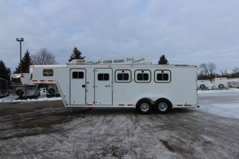 2000 Featherlite 4HR 4' Weekender Horse Trailer